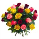 Bouquet assortito di rose corte in vari colori.